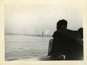 Veterans view the Statue of Liberty from aboard the troop carrier U.S.S. Marine Fox.  George Arthur Reiss Collection, AFC/2001/001/42923.
