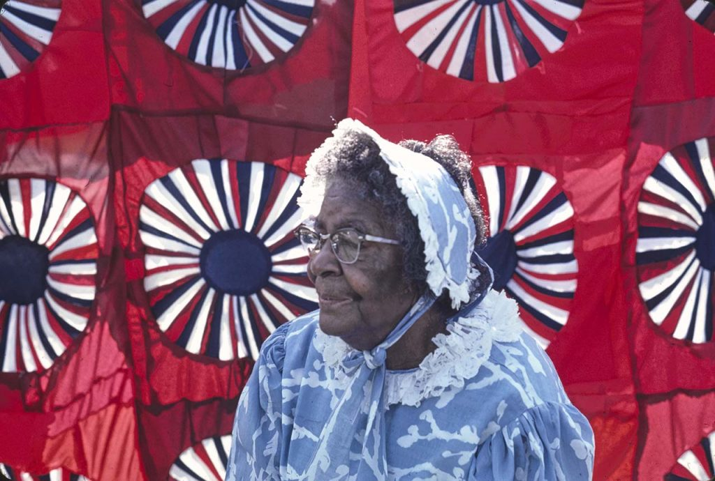 Quilter Fannie Lee Teals from Tifton, Georgia, with her Bicentennial quilt, August 1977. Photo by Beverly Robinson. South-Central Georgia Folklife Project Collection (AFC 1982/010)