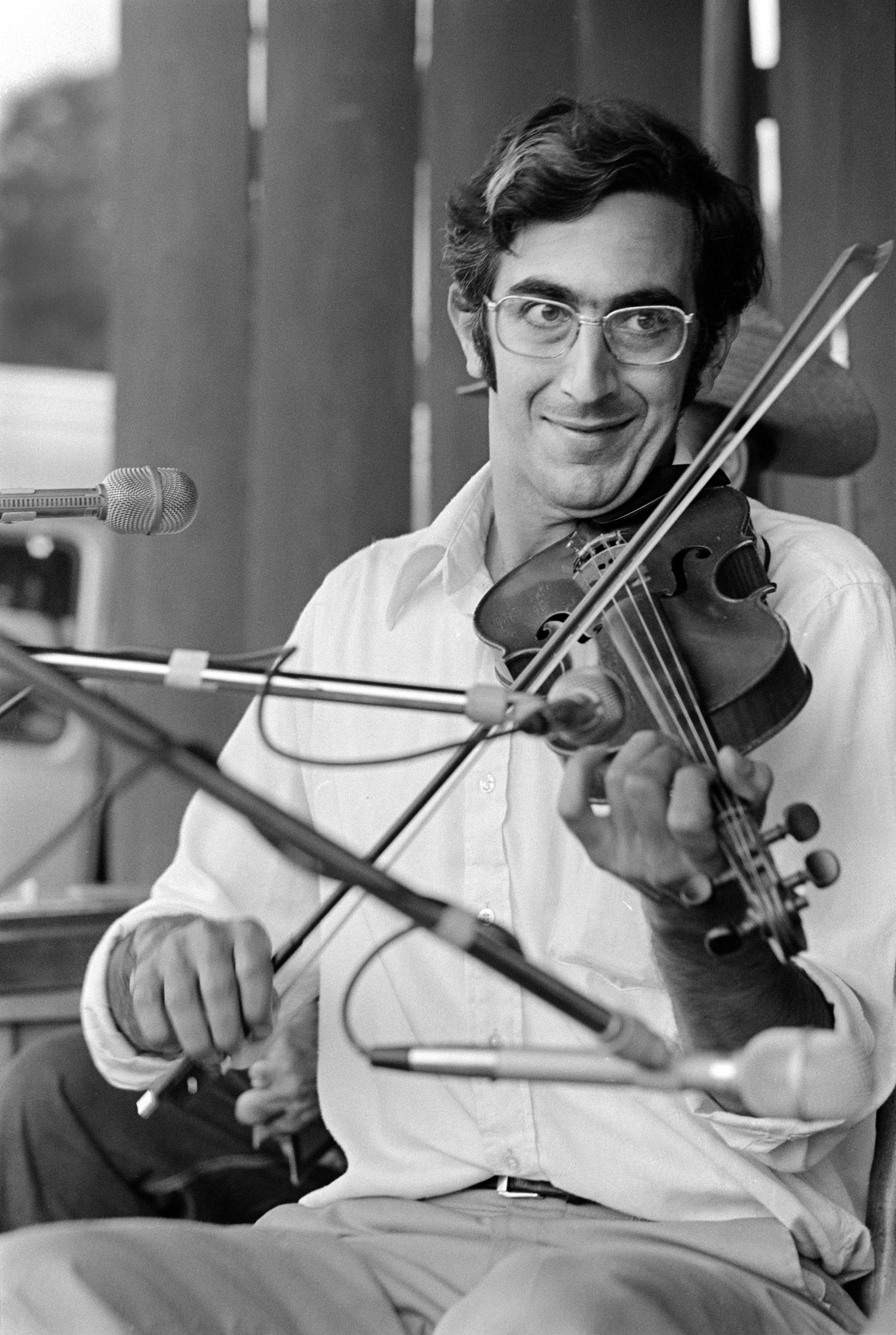 Alan Jabbour performs at a festival at Don West's Appalachian South Folklife Center in Pipestem, West Virginia, August 1973. Photo by Carl Fleischhauer.