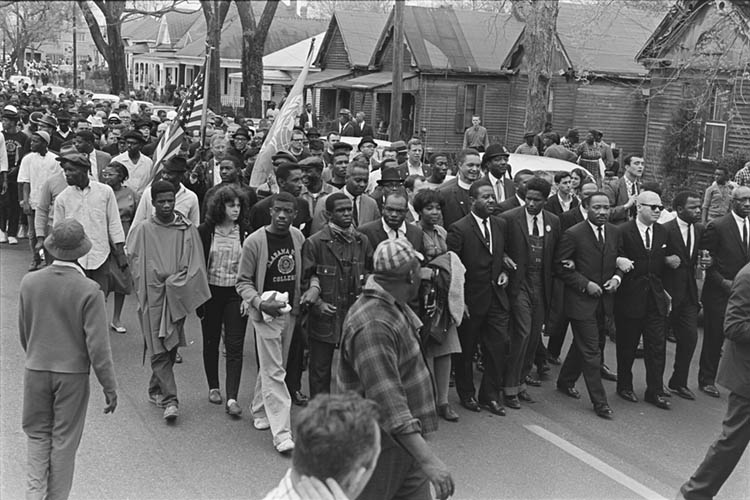 Marchers in street led by King, Abernathy, and Forman