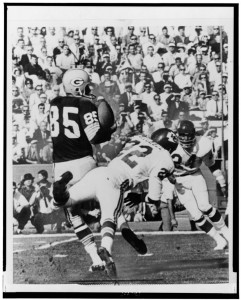 Green Bay Packers (#85 Max McGee) play Kansas City Chiefs (#22 Willie Mitchell) in Super Bowl 1967 at Los Angeles Coliseum
