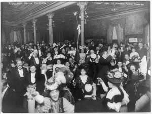 Large crowd celebrating New Year's Eve (New York City, c1907)
