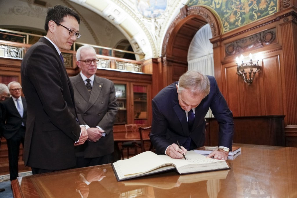 Former Prime Minister of Great Britain and Northern Ireland Tony Blair signs the librarian's historic guest book along with acting-Librarian of Congress David Mao (left) and Chief of Staff Robert Newlen, December 3, 2015. Photo by Shawn Miller.