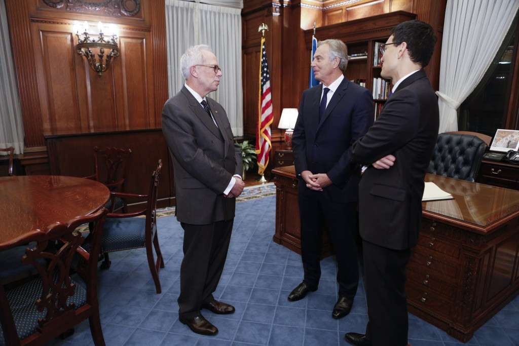 Acting Librarian of Congress David Mao and Chief of Staff Robert Newlen welcome Tony Blair to the Library of Congress, December 3, 2015.