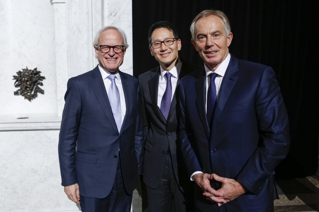 Acting-Librarian of Congress David S. Mao (center) poses for a photo with Brookings Institution Executive Vice President Martin S. Indyk (left) and former Prime Minister of Great Britain and Northern Ireland Tony Blair in the Great Hall following a moderated discussion between Indyk and Blair on defeating Islamist extremism, December 3, 2015. Photo by Shawn Miller.