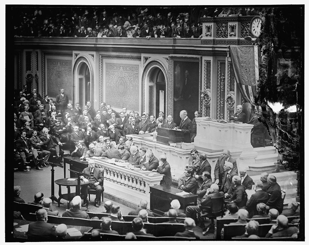 Pres. Wilson addressing Joint Session of Congress / Harris & Ewing (1910-1920) / //hdl.loc.gov/loc.pnp/pp.print