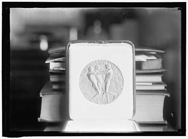 Nobel Peace Prize. The Medal. (Harris & Ewing, 1913.) Library of Congress Prints and Photographs Division, //hdl.loc.gov/loc.pnp/hec.03727.