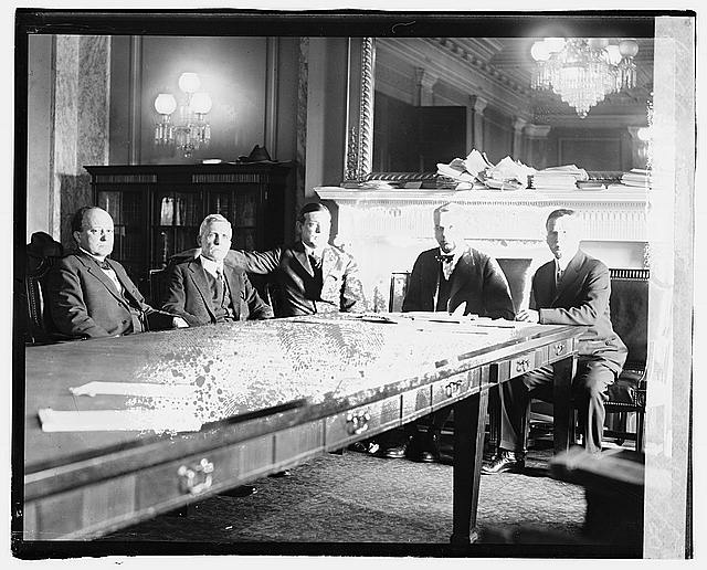 Senate Elections Comm., 5/26/20 (Senate Committee on Elections which is investigating campaign expenses of the various candidates for the presidential nomination in both parties.Left to right Senators Pomerene, Reed, Edge, Kenyon, Chairman, and Spencer), Library of Congress Prints and Photographs Division Washington, D.C. 20540 USA.