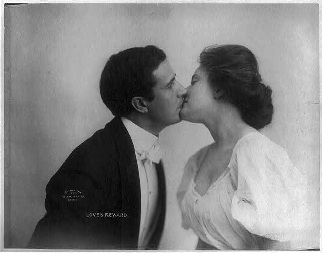 """Love's reward"" (Celebrity Art Co., Boston, c1908). Library of Congress Prints and Photographs Division, //hdl.loc.gov/loc.pnp/cph.3b06965."
