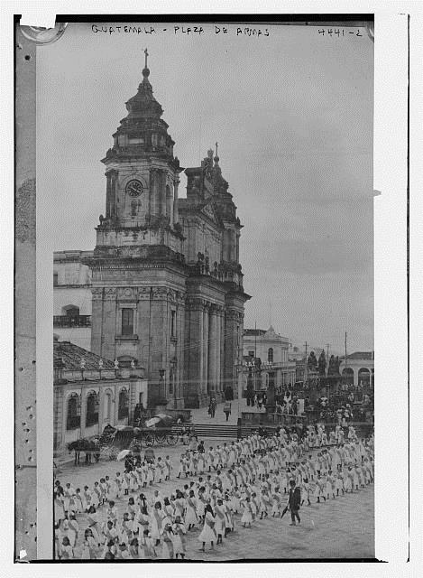 [Guatemala, Plaza de Armas] ca between 1915 and 1920. Library of Congress Prints & Photographs Division. //hdl.loc.gov/loc.pnp/ggbain.25869