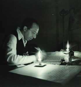 1946 photograph of Aaron Copland in his studio. Victor Kraft, The Aaron Copland Collection, Music Division.