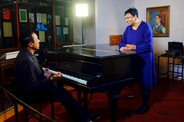 Librarian of Congress Carla Hayden interviews Gershwin Prize for Popular Song recipient Smokey Robinson at the Gershwin piano, November 15, 2016. Photo by Shawn Miller.