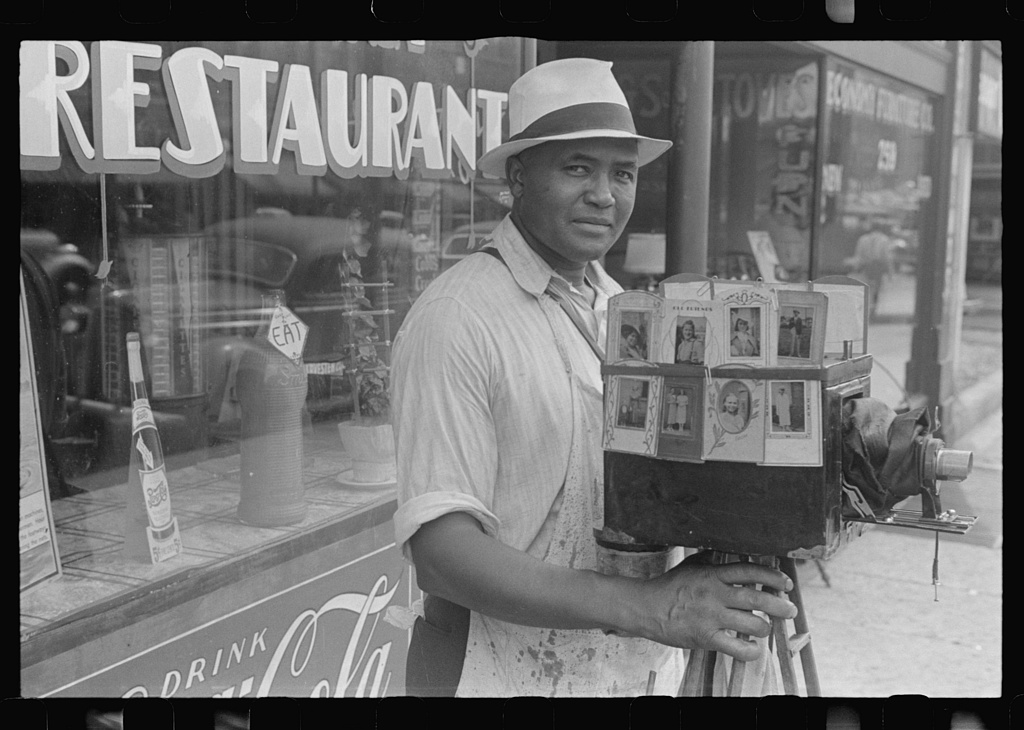 Itinerant photographer in Columbus, Ohio. Photo by Ben Shahn, 1938 Aug.