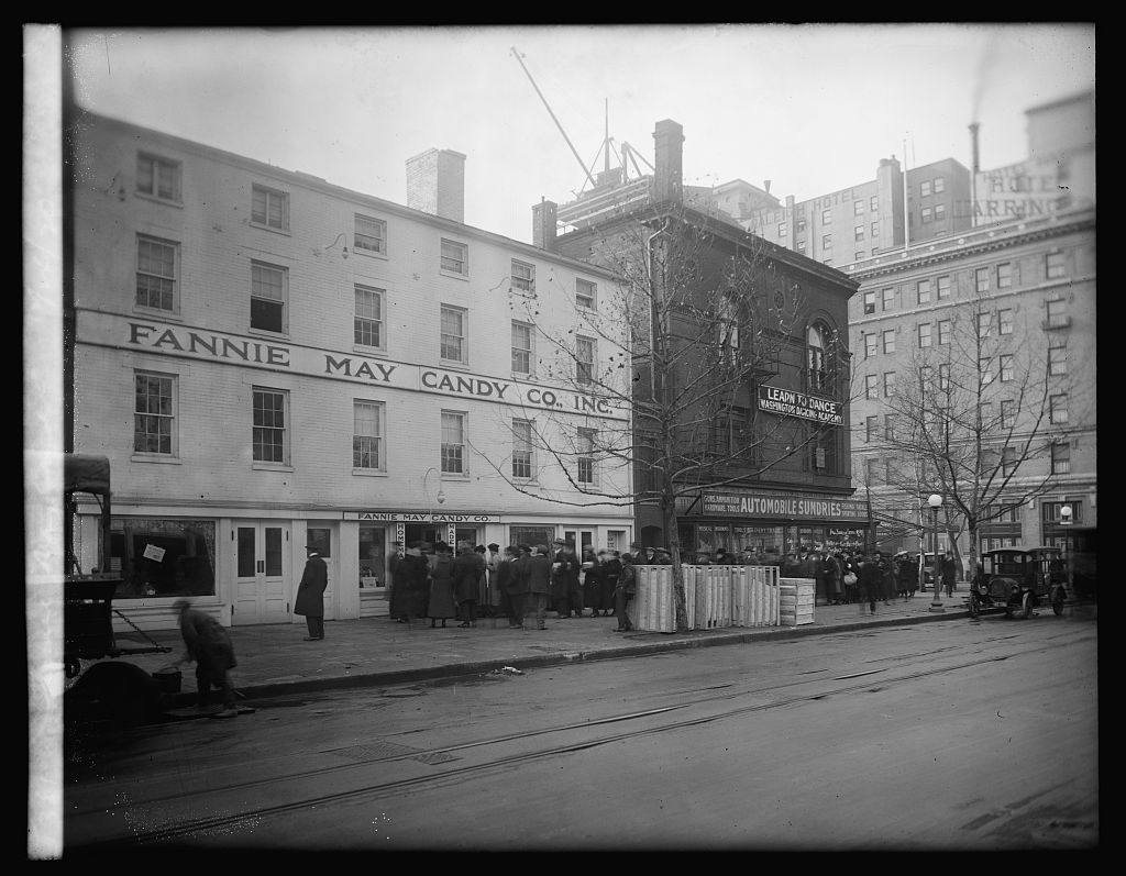 Fannie May Candy Co., 12/24/20. Photo by National Photo Company, 1920. http://hdl.loc.gov/loc.pnp/npcc.29707