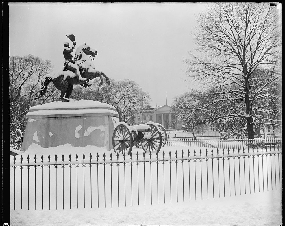 [White House in snow]. Photo by Harris & Ewing, 1939. //hdl.loc.gov/loc.pnp/hec.27953
