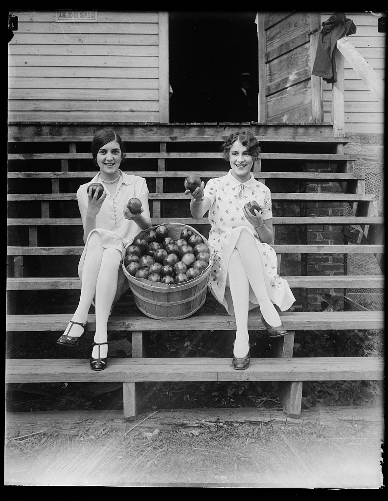 [Girls with apples]. Photo by Harris & Ewing, ca. 1927. //hdl.loc.gov/loc.pnp/hec.34560