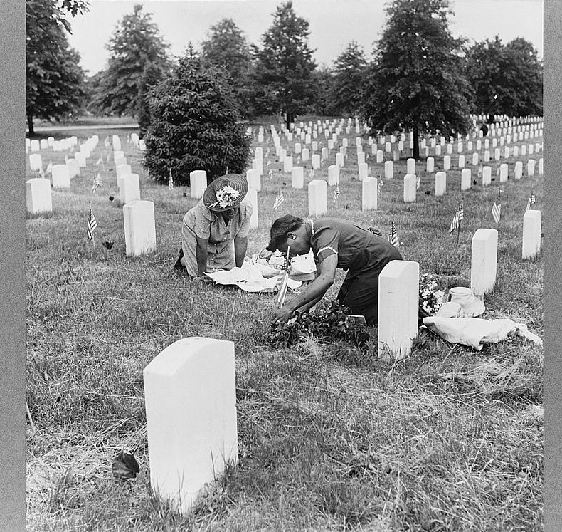 Arlington Cemetery, Arlington, Virginia... Photo by Esther Bubley, 1943 May. //hdl.loc.gov/loc.pnp/cph.3c31718