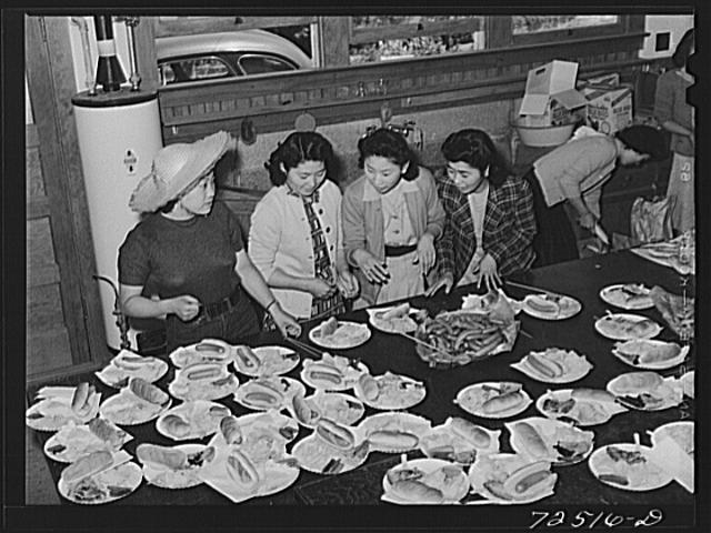 San Benito County, California. Japanese-American girls prepare picnic lunch for members of the Japanese-American Citizens League... Photo by Russell Lee, 1942.//hdl.loc.gov
