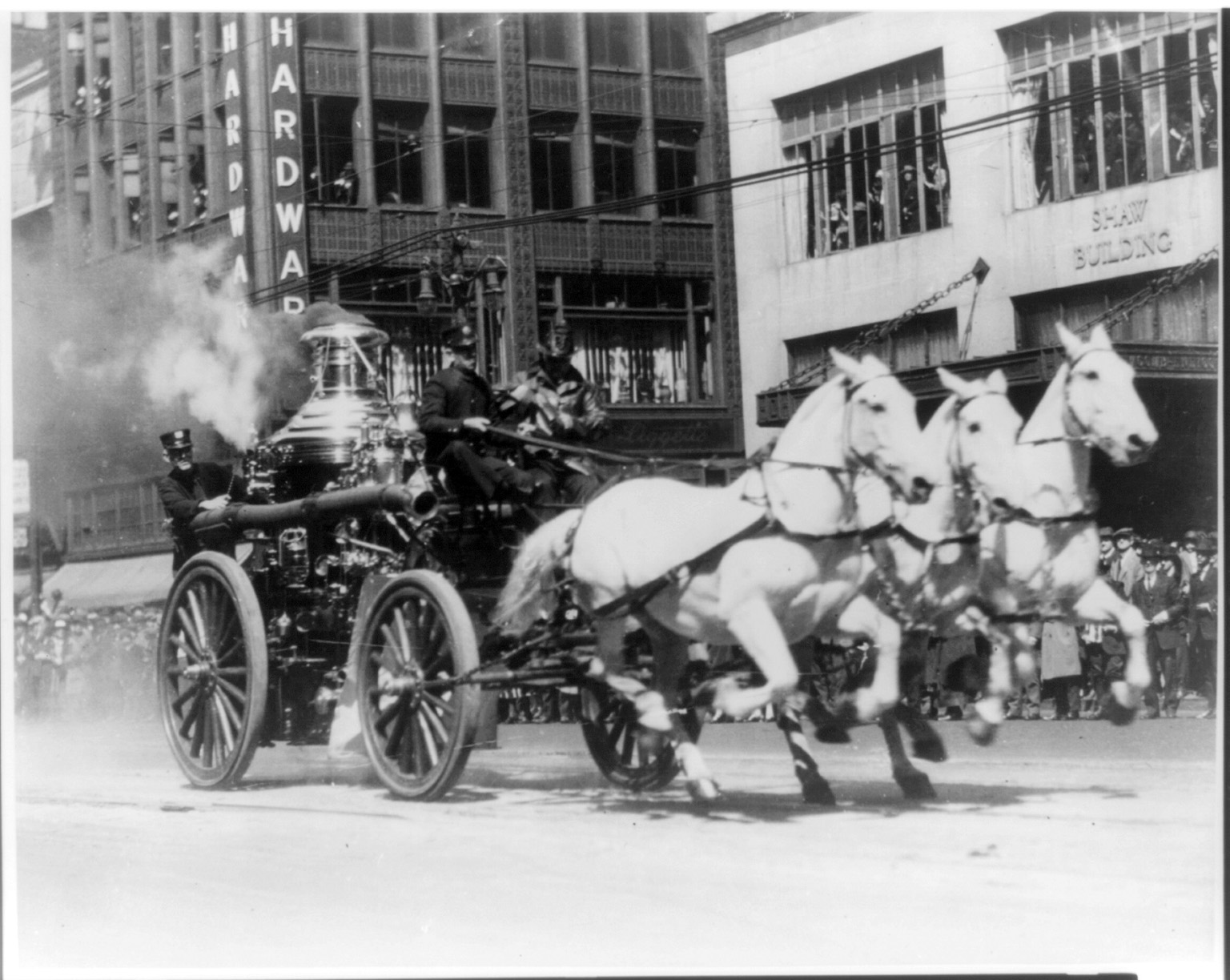 [Horse-drawn fire engine rushing to a fire] Photo between 1900 and 1920. ttp://hdl.loc.gov/loc.pnp/cph.3a27542