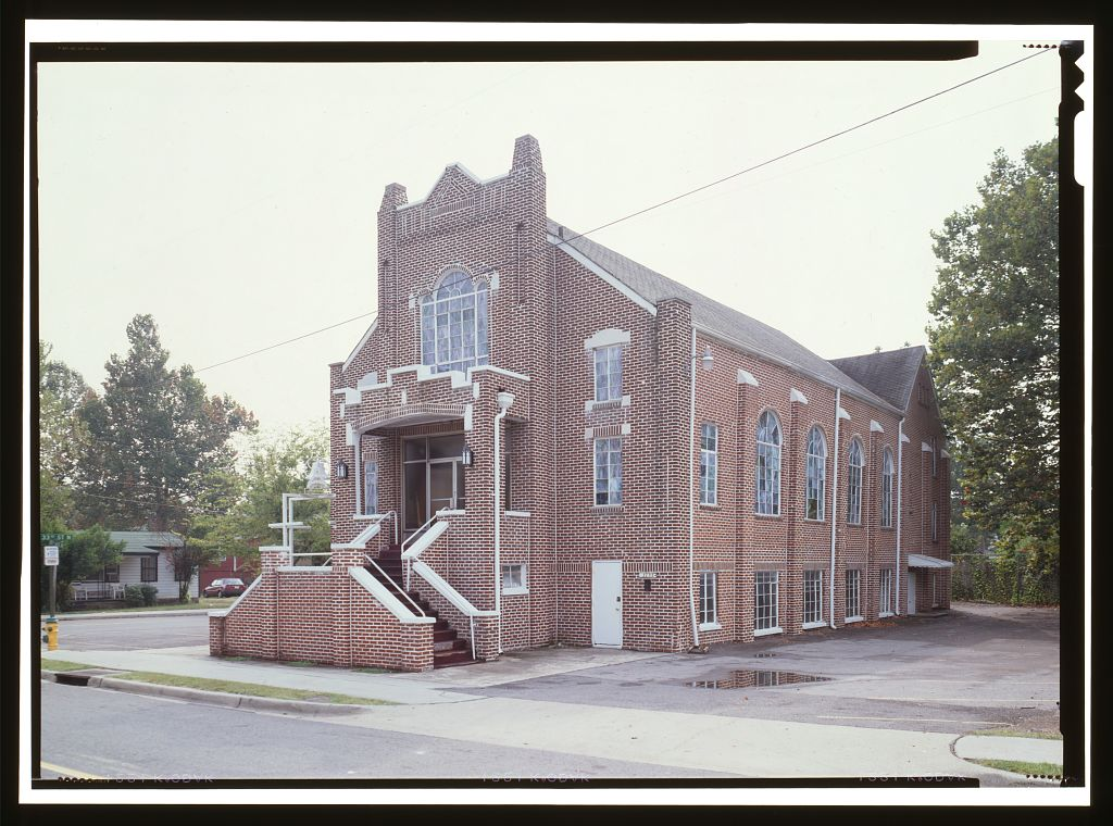"EXTERIOR VIEW, FRONT (NORTH) FACADE - Bethel Baptist Church, 3233 Twenty-ninth Avenue, North, Birmingham, Jefferson County, AL. Photo by Jet Lowe, 1999. //hdl.loc.gov/loc.pnp/hhh.al1126/color.571925c Part of <a href=""//www.loc.gov/pictures/collection/hh/item/al1126/"">HABS ALA,37-BIRM,26-</a>"