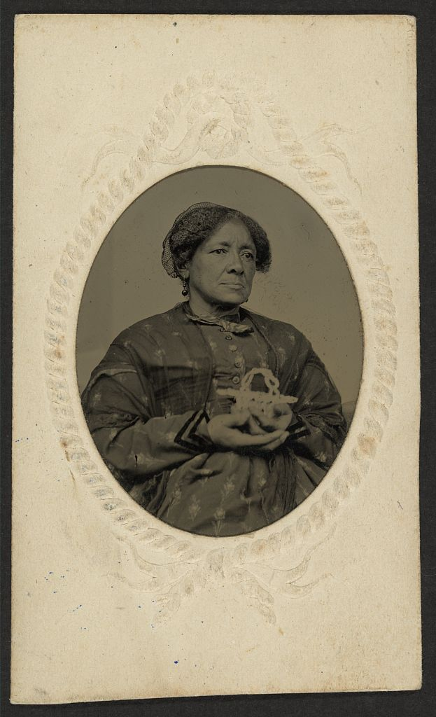 [African American woman holding a basket] Tintype, circa 1870. hdl.loc.gov/loc.pnp/ppmsca.10992