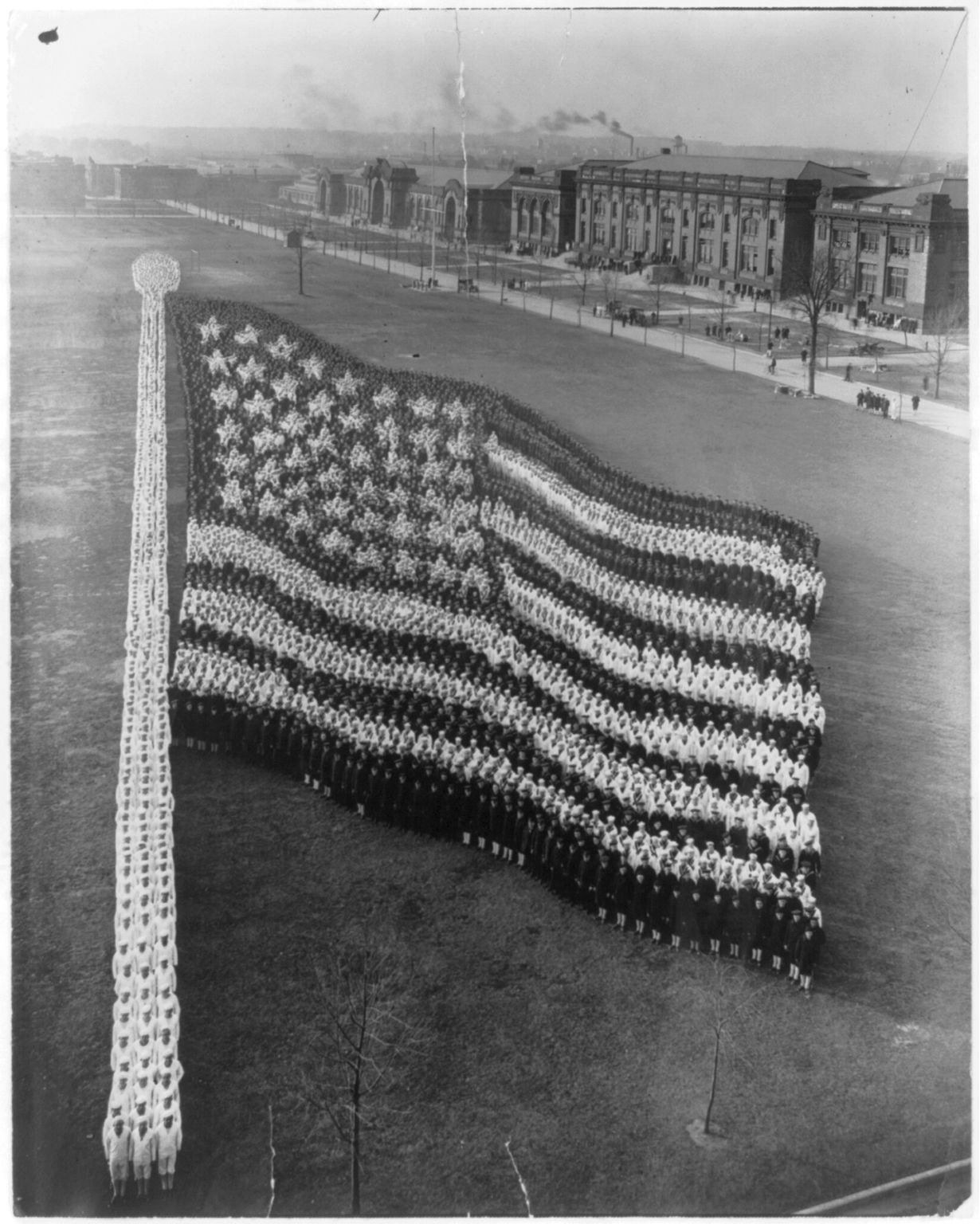Formation photograph of the American flag. Photo copyrighted 1917. hdl.loc.gov/loc.pnp/cph.3b18298