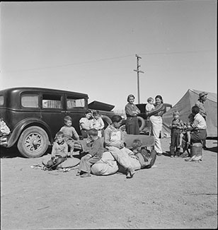 Four families, three of them related with fifteen children, from the Dust Bowl in Texas in an overnight roadside camp near Calipatria, California. Photograph by Dorothea Lange, March 1937. //hdl.loc.gov/loc.pnp/fsa.8b31649