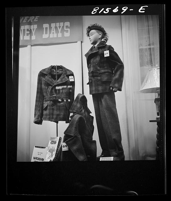 Store dummy displaying Daniel Boone hat, fur trimming detachable, suitable for auto aerial plume (advertisement). Amsterdam, New York. Photo by John Collier, 1941 Oct. //hdl.loc.gov/loc.pnp/fsa.8c33536