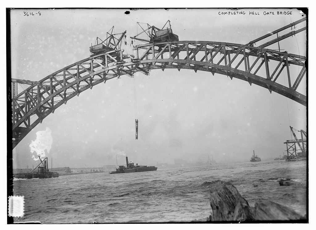 Completing Hell Gate Bridge. Photo by Bain News Service, circa 1915. //hdl.loc.gov/loc.pnp/ggbain.20015