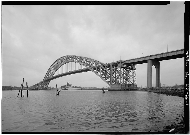General view looking southwest. - Bayonne Bridge, Spanning Kill Van Kull between Bayonne & Staten Island, Bayonne, Hudson County, NJ. Photo by Jet Lowe for HAER, Spring 1985. //hdl.loc.gov/loc.pnp/hhh.nj1025/photos.112876p