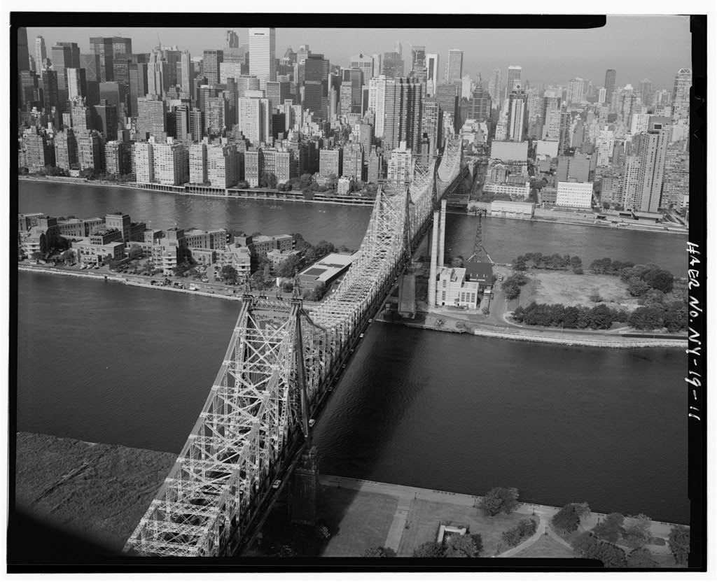 QUEENSBORO BRIDGE CROSSING THE EAST RIVER FROM BROOKLYN TO MANHATTAN OVER BLACKWELL (ROOSEVELT) ISLAND - Queensboro Bridge, Spanning East river & Blackwell's Island, New York County, NY. Photo by Jet Lowe for HAER, 1970 or 1978. //hdl.loc.gov/loc.pnp/hhh.ny0326/photos.348967p