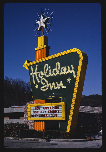 Holiday Inn sign. Photograph by John Margolies. 1984. Gatlinburg, Tennessee. //hdl.loc.gov/loc.pnp/mrg.08490