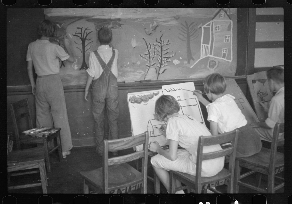 Painting class in school, Westmoreland Homesteads, Pennsylvania. Photo by Ben Shahn, 1937. //hdl.loc.gov/loc.pnp/fsa.8a17523