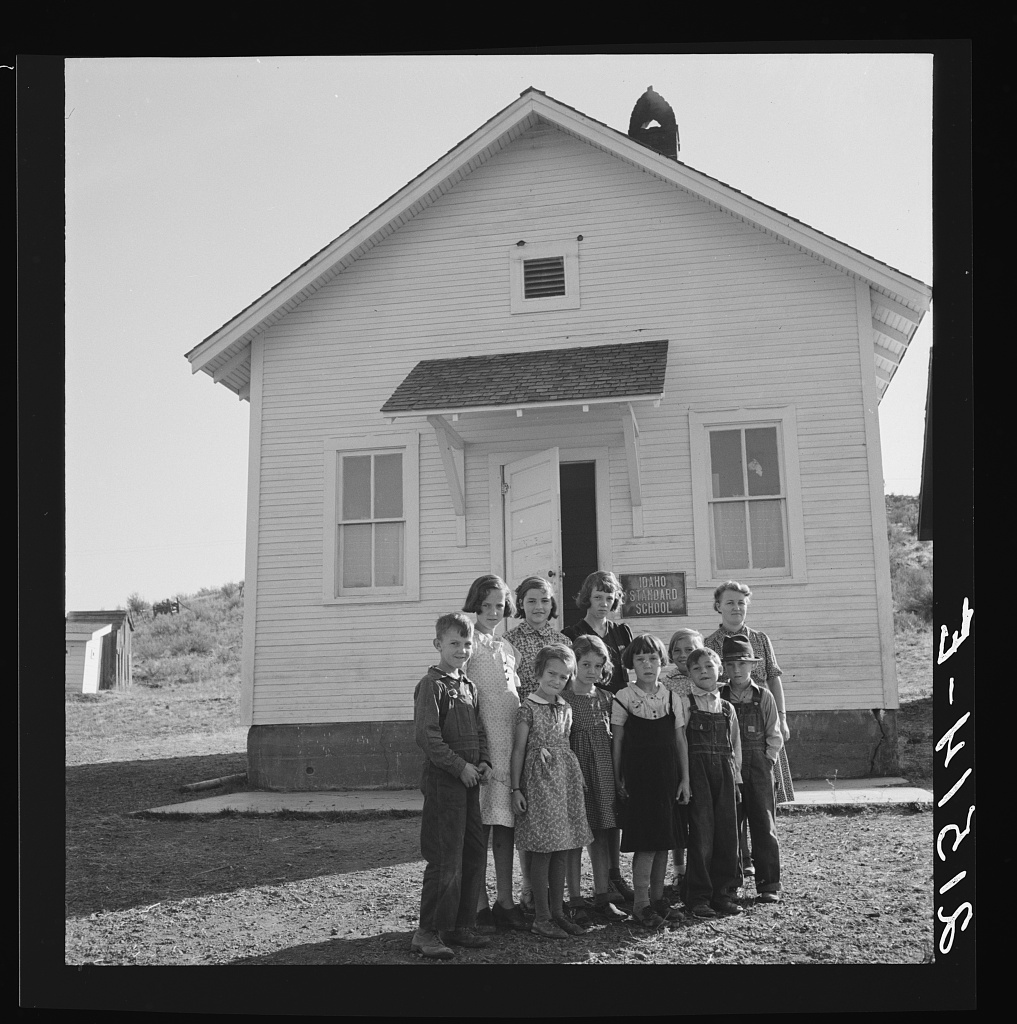Jacknife School, Gem County, Idaho. Eleven pupils, two of them children of families belonging to Ola self-help sawmill co-op. Photo by Dorothea Lange, 1939 Oct. //hdl.loc.gov/loc.pnp/fsa.8b35313
