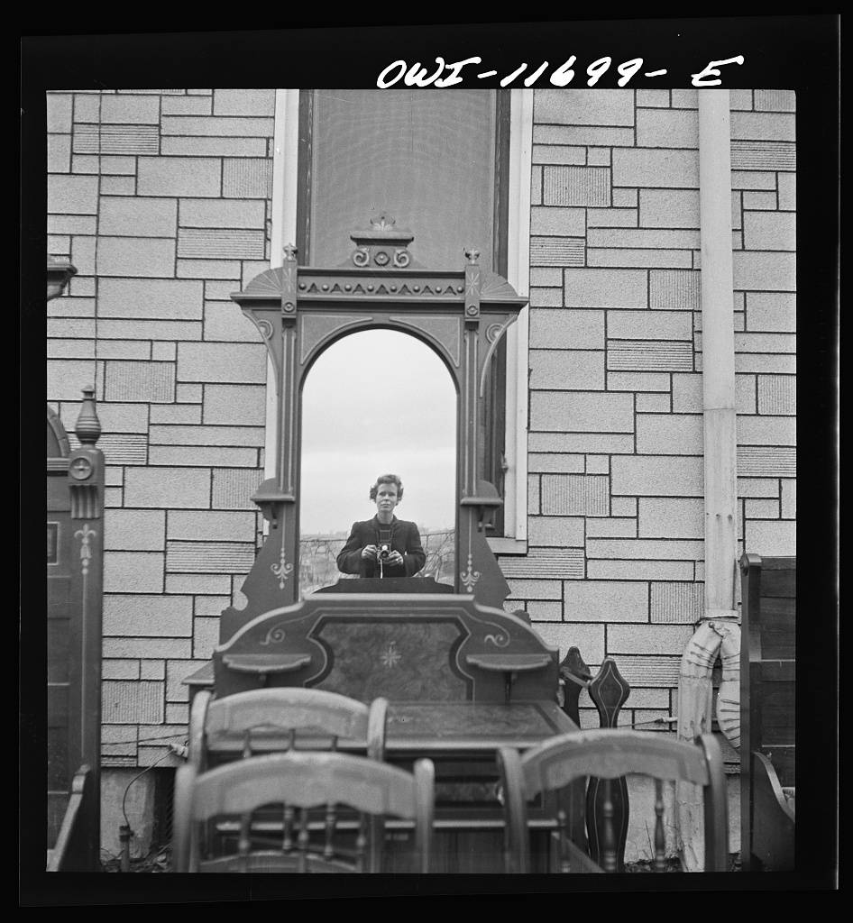 Lititz, Pennsylvania. Self-portrait at a public sale. Photo by Marjory Collins, 1942 Nov. //hdl.loc.gov/loc.pnp/fsa.8d23557