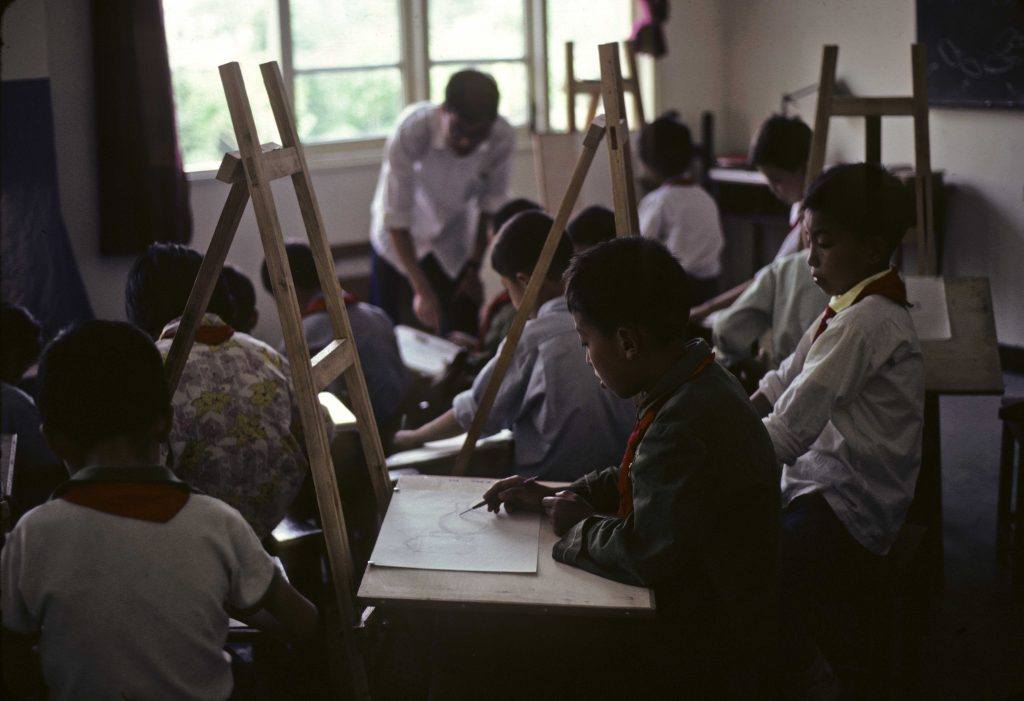 "Children learning to draw in an art class at a ""commune school"" in China. Photograph by Jean Norwood, 1979. //hdl.loc.gov/loc.pnp/ppss.00524"