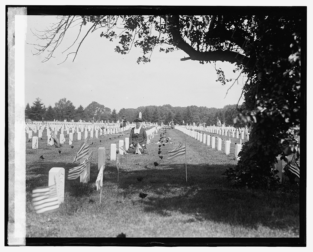 Memorial Day, Arlington, 5/30/24. Photo, National Photo Company Collection, [19]24 May 30. //hdl.loc.gov/loc.pnp/npcc.11495