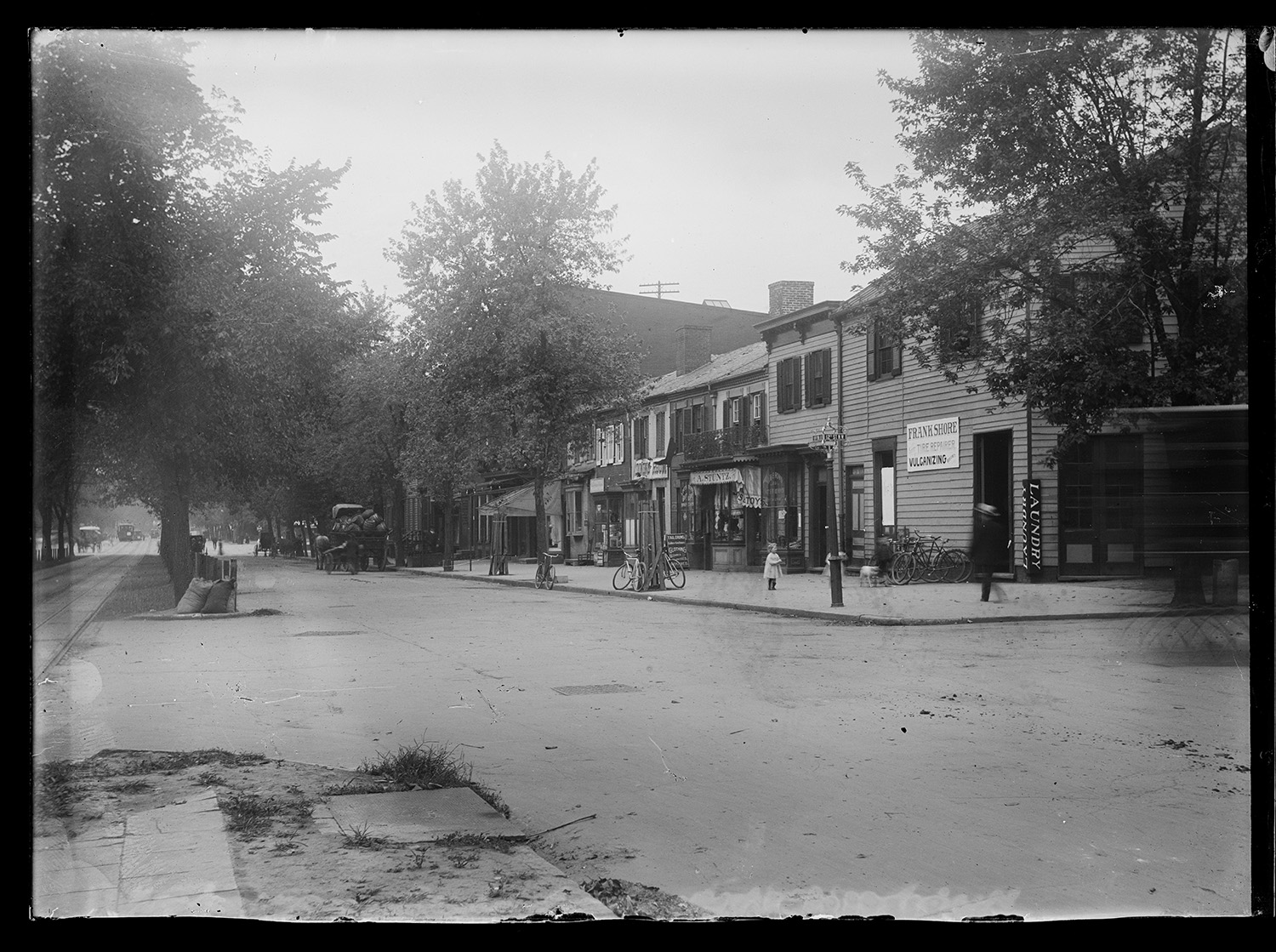 [View of New York Ave., N.W., North side, looking West from 12th Street] Photo, [1901]. //hdl.loc.gov/loc.pnp/ppmsca.40237