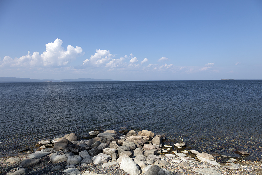 View of Lake Champlain, the large lake that separates Vermont and New York State, from Shelburne, Vermont. Photo by Carol M. Highsmith, 2017 Sept. 27. //hdl.loc.gov/loc.pnp/highsm.45993