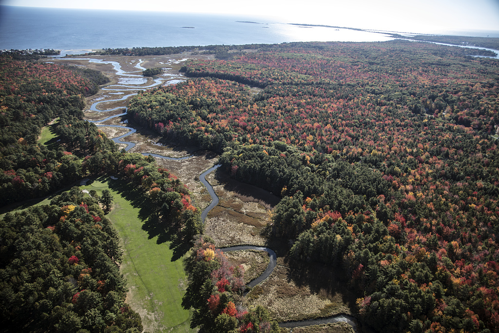 An October 2017 aerial view of the terrain, somewhat away from the Maine coastline between Kennebunkport and Old Orchard, Maine. Photo by Carol M. Highsmith, 2017 Oct. 18. //hdl.loc.gov/loc.pnp/highsm.46574