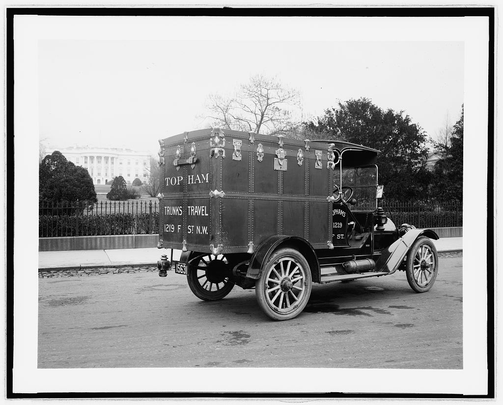 Topham's Trunk auto. Photo by National Photo Company, between 1910 and 1935. //hdl.loc.gov/loc.pnp/npcc.31255