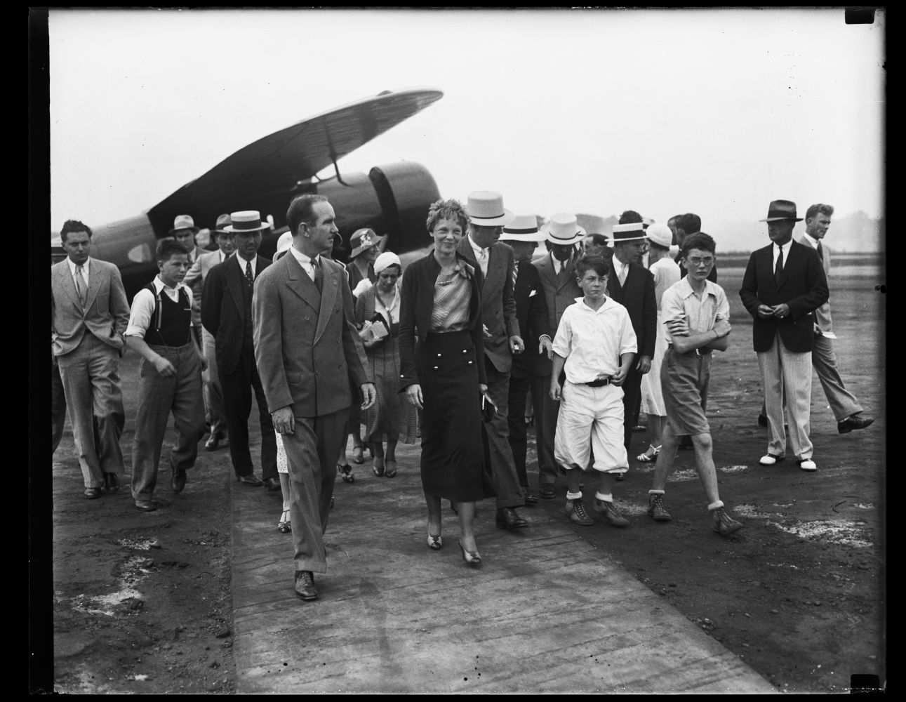 Amelia Earhart and group. Photo by Harris & Ewing, 1932. //hdl.loc.gov/loc.pnp/hec.36877