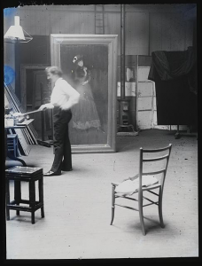 Whistler in his studio. Photo by G. P. Jacomb Hood, between 1880 and 1900. //hdl.loc.gov/loc.pnp/ds.04895