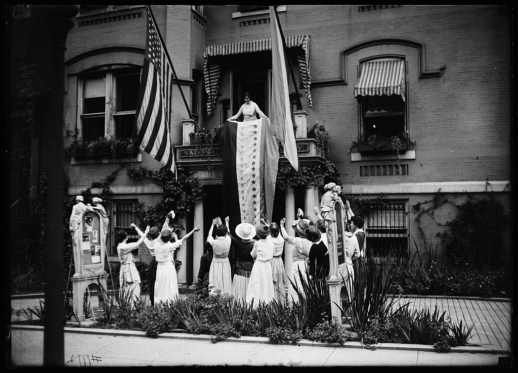 In front of National Woman's Party headquarters, Washington, D.C. Photo by Harris & Ewing, 1920. //hdl.loc.gov/loc.pnp/hec.30267