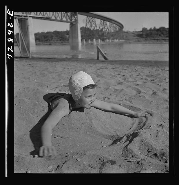 Redding, California. Youngsters at the beach. Photo by Russell Lee, 1942. //hdl.loc.gov/loc.pnp/fsa.8c32160