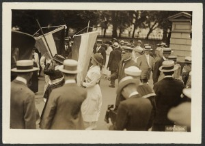 Police arresting party picketers outside White House. Harris and Ewing, August 1918.