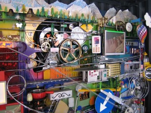 """Máquina de Rube Goldberg en la base del Alinghi"" by Flickr user freshwater2006"