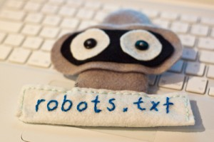 robots.txt felt robot by user silvertje on Flickr